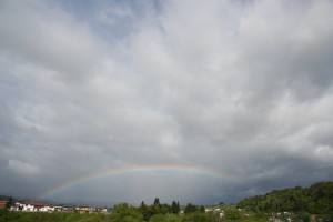 虹のかかる町